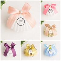 cadeaux de chocolat de mariage pour les invités achat en gros de-En plastique Or Blanc Bleu Shell Faveurs De Mariage Boîtes De Bonbons Boîtes De Chocolat Partie Cadeau Boîte Souvenir pour Invités