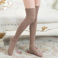 ingrosso calze lunghe calde-Calze sexy lunghe delle donne della ragazza della ragazza di modo delle alte calze del ginocchio cotone solido spesso Calze lunghe calde 3 vendita calda di colore