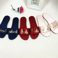 tamaño de la sandalia nupcial al por mayor-Seda de satén nupcial sandalias zapatos de boda de dama de honor invitado sandalia plana regalo favores multicolores tamaño 36-40