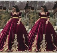 clássico vestidos de noite curto venda por atacado-Clássico Borgonha Quinceanera Vestidos Quadrados Pescoço Mangas Curtas Apliques de Ouro Princesa Maquiagem Evening Gowns Para Meninas Doce 15 Vestido
