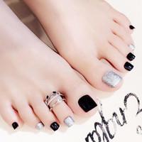 ongles français orteils achat en gros de-HobbyLane 24Pcs française classique Place Nails Nu Nature Faux ongles Toes Simple Noir Argent Faux Toe autocollant avec colle 2 g