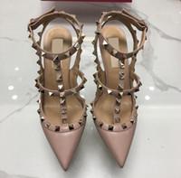 topuklu sandalet toptan satış-2019 Yeni Sıcak Çıplak Kadın Platformu Pompaları Bayanlar Seksi Yuvarlak Ayak Perçinler Yüksek Topuklu Ayakkabı Moda Toka Çivili Stiletto Sandalet 34-43 Kutusu