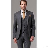 темно-серый жених смокинг оптовых-Новый высокое качество две кнопки темно-серый жених смокинги вырез отворотом женихов Лучшие мужские костюмы свадебные костюмы (куртка + брюки + жилет + галстук) XF243