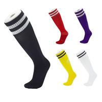 ingrosso calzini per tubi adulti-2019 nuovo arrivo calzini da calcio per bambini adulti calzino tubo lungo alto calza calza assorbimento assorbimento del calcio calzini sportivi due barre a strisce M112Y