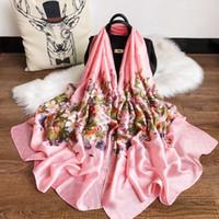 cajas de bufanda de seda al por mayor-Diseñador de moda Bufanda de seda Hot Womens Luxury Letter Shawl Scarf Spring Long Neck Ring Tamaño 180x90cm Alta calidad con caja de regalo Opcional