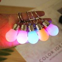 jouet led led achat en gros de-Changement de couleur Led Lumière Mini Ampoule Torche Porte-clés porte-clés rvb perles porte-clés pendentif lampe couple porte-clés pour cadeaux de Noël jouets pour enfants