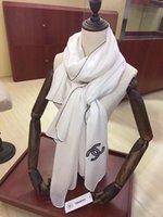 pashmina de soie blanche achat en gros de-Echarpe en laine de haute qualité mode Silk Pashmina noir et blanc broderie exquise châle doux et chaud en soie Pashmina hommes femmes