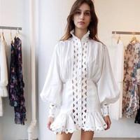 vêtements de designer achat en gros de-2019 Printemps Élégant Femmes Blanc Col Roulé En Dentelle Mini Robe Piste Concepteur Évider Lanterne Manches Femme Robe De Soirée Vêtements