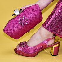 sapatas das senhoras da cor do fúcsia venda por atacado-New Fuchsia Mulheres Cor Africano Sapatos italianos e Bag Set decorado com strass Senhoras sapatos e Bag Set para o partido Itália Shoe