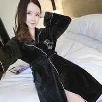 casual sleepwear frauen großhandel-Frauen Coral Samt Nachthemden sexy Unterwäsche lässige warme Fleece Hause Schlafabnutzung Nachtwäsche für Herbst Winter Liebhaber Stil