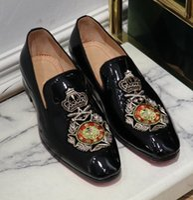 pisos de purpurina para la boda al por mayor-Nuevo llegado Zapatos de vestir de espigas de fondo rojo patrón decorativo Zapatos Oxford de cuero genuino planos Hombres caminando Boda mocasines zapatillas de deporte C1