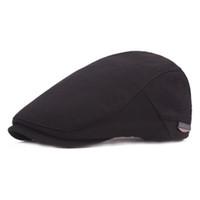 sombrero negro solido al por mayor-Vintage Unisex Beret Hat Gorras planas para hombres Baret Hat Mujeres Color sólido Casual Clásico vendedor de periódicos Negro Boinas francesas Boina