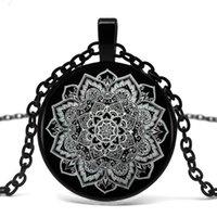 indien buddhismus großhandel-Glaskuppel Schwarz Anhänger Halskette Buddhismus Chakra Glas Cabochon Anhänger Schmuck Om Indien Yoga Mandala Halsketten Für Unisex