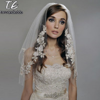 mariage de cachot blanc achat en gros de-Reals Coude Longueur 75cm Voile Court Deux Couches Appliques Voile de Mariage Blanc / Ivoire avec Perles Perles Voile de Mariée