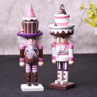 marionetas rosas al por mayor-Forma 25cm de la torta de marionetas cascanueces rosa lindo puramente manual pintado cascanueces de Navidad regalo de cumpleaños de ventanas de escritorio del ornamento