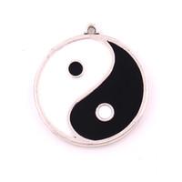 schwarze emaillierte schmucksachen großhandel-Huilin Jewelry Modeschmuck machen Zubehör Legierung versilbert Emaille schwarz und weiß Taichi Yin Yang Anhänger