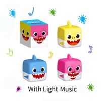 boxen für baby geschenke großhandel-DHL 3 farben LED Baby Shark Spielzeug Mit Musik Baby Shark Box leuchten Baby Shark Puppen Singen Song Kinder Geschenk Mitbringsel