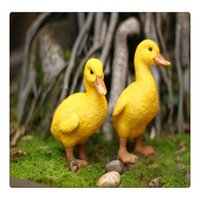 animais de jardim de resina venda por atacado-Pato amarelo Home Decor Ornaments animais para Jardim Rockery Decoração Resina Artesanato Mini Landscape Hot Deal