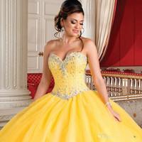 vestidos de debutante azul blanco al por mayor-Hermosa princesa vestidos de quinceañera amarillos con chaqueta con cuentas de cristal 2018 Recién llegado dulce 16 vestidos de 15 años Debutante barato
