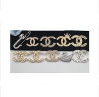 ingrosso i perni del risvolto di modo-Rhinestone di cristallo lettera spilla pin moda gioielli costume decorazione brocca famoso designer vestito spilla per le donne accessorio di gioielli