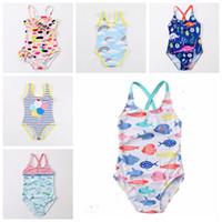 trajes de bebé de arco iris al por mayor-2019 nuevo diseño de bebés niñas traje de baño cisne pez coche arco iris dianasour globo impreso bebés lindos beah desgaste niños niños traje de baño