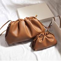 bayanlar büyük moda çantaları toptan satış-38cm Büyük Deri Çanta Çanta Kadınlar Yumuşak Yüksek Kalite Moda Lüks Tasarımcı Debriyaj Çanta Lady Büyük Dantelli Bulut Omuz Çantası