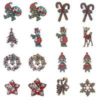 glocken verzieren großhandel-Retro Christmas Series Pin Weihnachtsbaum Bell Penguins-Schneemann-Weihnachtsmann dekoriert mit verschiedenen farbigen Strass-Brosche