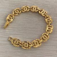 kız altın bilezik bilezik toptan satış-En lüks klasik Marka Tasarımcısı altın zincir mektubu bilezikler Takı altın kızlar için gül charm bilezikler Kadınlar Düğün Hediyesi Ücretsiz nakliye