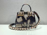 luxus python handtaschen großhandel-Neue High-End-Marke Python Ledertasche F00106 Designer Handtasche Niet Stylist Fati Marke berühmte Luxusmarke Doppelknopf Ledertasche shoulde