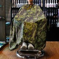cabos de barbearia venda por atacado-Capuz de corte de cabelo de camuflagem barbeiro pano de cabeleireiro impermeável antiaderente cabelo anti-estático salão de barbeiro pano moda tendência