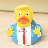 kinder ente schwimmt großhandel-9,3 cm Trump USA Präsident Spielzeug Kinder Dusche Schwimmen Ente Wasser Float Spielzeug Umweltfreundliche Neuheit Artikel Chlid Geschenk 8 8yn E1