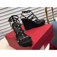 homens nude sandálias venda por atacado-Designer de novos chinelos homens sandálias da moda sapatos femininos venda quente preto branco nu tênis Genuíno Couro calcanhar alta