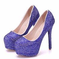 rhinestone azul vestidos de novia al por mayor-Crystal Queen Moda Hermosa Zapatos de boda azules Bombas de mujer Rhinestone Zapatos de vestir nupciales Dama fiesta de tacón alto Zapatos de baile