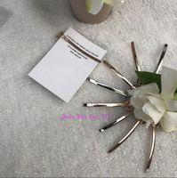 siyah beyaz saç tokası toptan satış-2019 moda siyah veya beyaz C metal saç klipler lüks saç aksesuarları alaşım kağıt kart ile moda tasarımcısı bobby pin VIP hediye