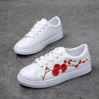 Wholesale cute moccasins resale online - 2018 Fashion Embroidery Rose moccasins women White casual shoes Female soft walking shoes espadrilles cute students