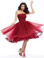 kırmızı askısız kısa tül elbise toptan satış-Koyu Kırmızı Straplez Dantel Aplikler A-Line Diz Boyu Kokteyl Elbiseleri Tül Mezuniyet Elbiseleri Kısa Parti Abiye giyim Sıcak Satış