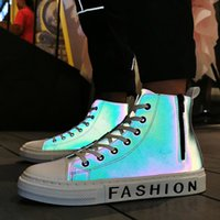 ingrosso scarpe da ginnastica hip hop-Scarpe casual luminosi Skateboard Shoes High Top Sneakers Sport Hip Hop Walking Street Uomo Chaussure Homme