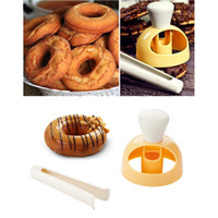 Wholesale plastic dipping for sale - Group buy Large Doughnut Mold With Dipping Tongs Plastic Hollow Bread Cookies Compression Mold Baking Tool DHL Shipping XD23069
