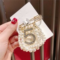 Wholesale shawl pins resale online - Pearl Brooch Suit Lapel Pin Pearls Rhinestone Broochs Jewelry Accessories Silk Scarf Shawl Buckle Generous Simple jq E2