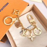 Wholesale 2020 Top Quality Luxury Keychains Designer keychain key chains Fashion Accessories pendant gift box packaging