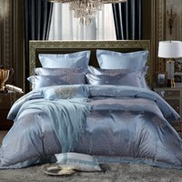 silber satiniert bettdecke groihandel-4Pcs Luxury Silver Satin Jacquard Cotton Tagesdecke Bettwäsche-Set Königin King-Size-Bettdecke Bettbezug Bett Satz parure de lit T200706