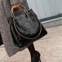 büyük çapraz vücut çanta toptan satış-Big Women Bucket Bag Female Shoulder Bags Large Size Vintage Soft Leather Lady Cross Body Handbag for Women Hobos Bag Tote