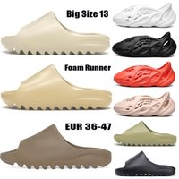 zapatilla de las mujeres  al por mayor-Gran tamaño 13 espuma corredor Kanye West Clog Sandalia Triple Negro Slide Fashion Slipper Mujeres Mens Tainers Designer Sandalias de playa Solk-On Shoes