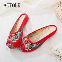 Wholesale slippers china resale online - Outdoor Slippers China Embroidered Shoes Women Outdoor Classical Slippers Comfortable Red Flowers Flats Round Toe Shoes
