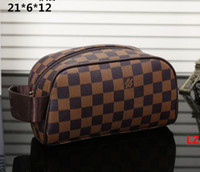 Wholesale A High end quality men travelling toilet bag fashion design women wash bag large capacity cosmetic bags makeup toiletry bag Pouch