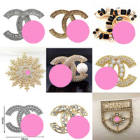 Wholesale costume jewelry pearls resale online - Top Designer Brooches Exquisite Pearl Luxury Brooch Letter Brooches Pins Elegant Fashion Women Costume Jewelry