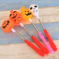 ingrosso agitare la luce flash-Zucca di Halloween Agitare Stick Flash Decor Light Up fantasma strega bacchette magiche Glow Sticks favore della festa in maschera puntelli decorazioni OWB2096