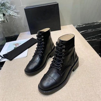 Wholesale pvc rubber charms resale online - 20ss luxury design Thick With Autumn And Winter Round Head With Waterproof Platform Single Boots European And American Style Leather