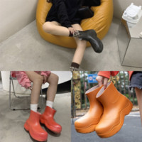 Wholesale wading boots for sale - Group buy qHtM Lady Rubber Rain Boots Fashion Women Rivets Boots Rainboots Designer Non slip Gumboots Waterproof Wading woman rubber Girls boot Galosh
