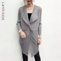 Discount long summer trench women LANMREM High qualty personality pleated long coat for female Summer temperament single button loose large size trench YJ175 201215